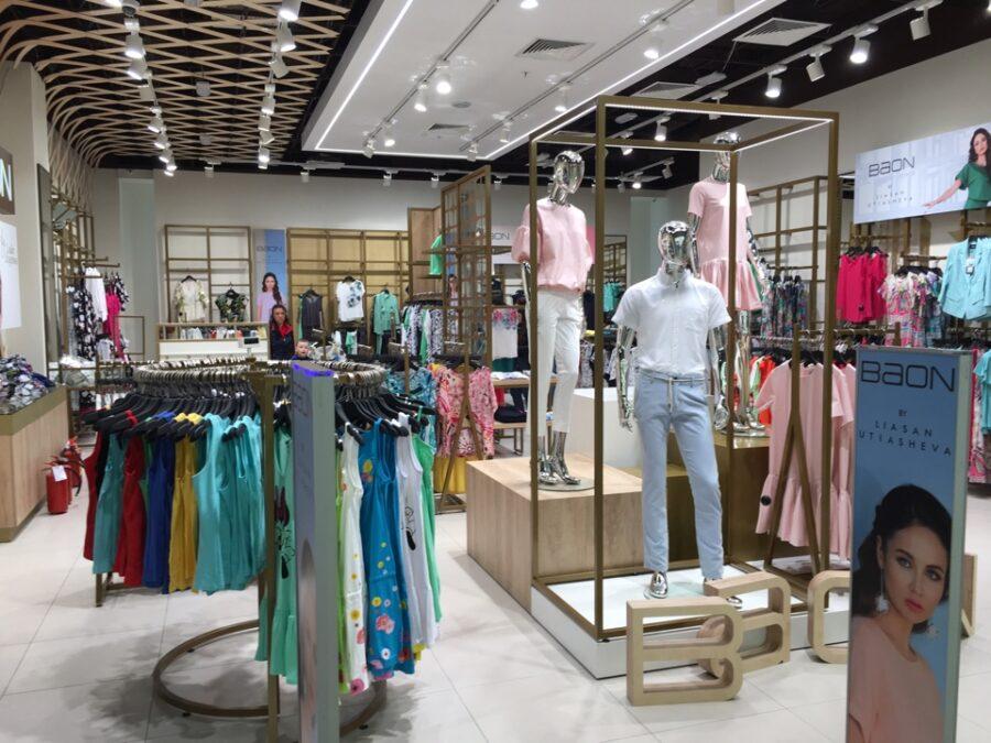 Торговый зал магазина Baon с манекенами