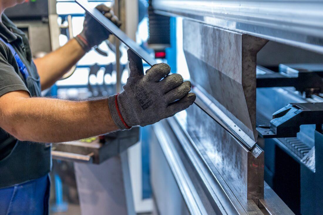 Процесс изгиба металлических листов