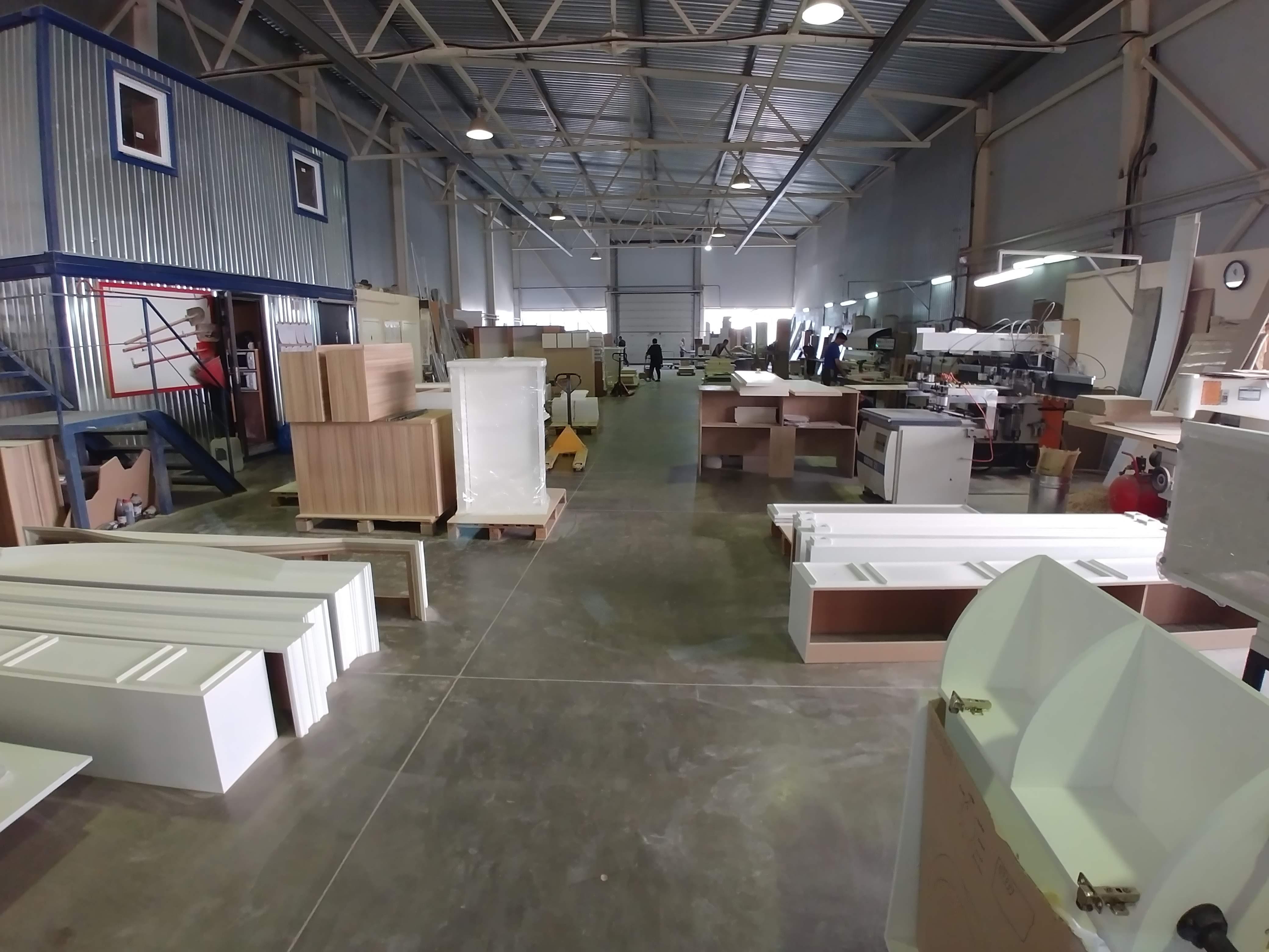Производство мебели для магазинов, деревянные заготовки, станки